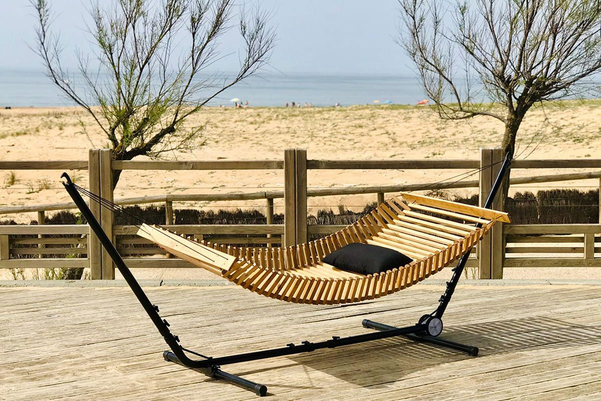 Hamac bois avec Stand - FabsFurniture-Wooden-Hammock-Hossegor-Beach